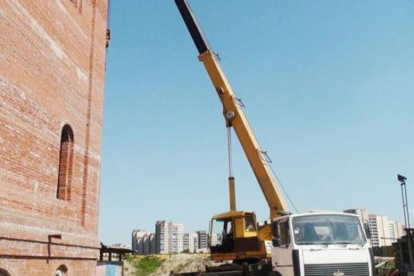 Подъем строительных материалов автокраном МАШЕКА 25