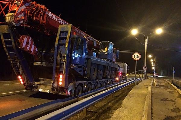 Автокран КРУПП 70 т  транспортируется на место работ