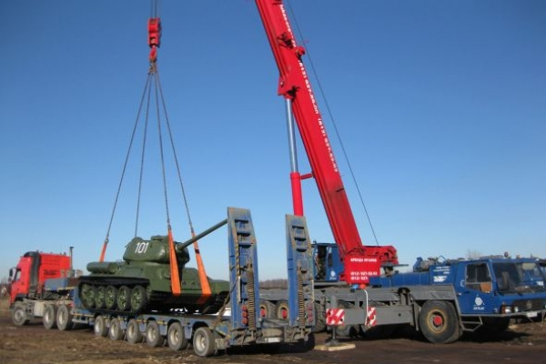 Автокран KRUPP 140 тонн погрузка танка на пъедестал