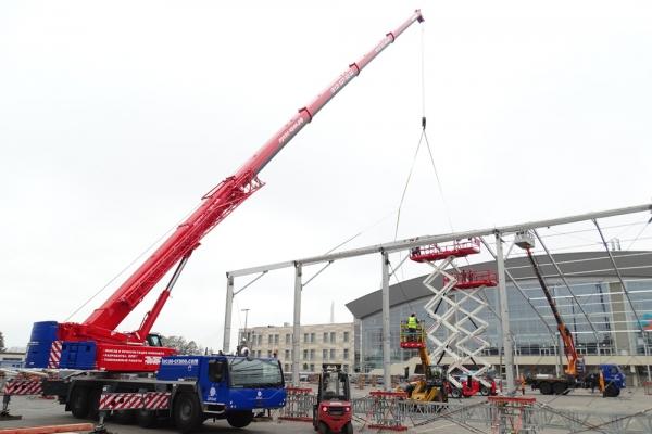 Автокран Либхер 130 т на строительстве при Сибур Арена