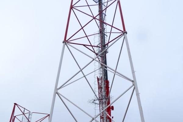 Этапы монтажа вышки сотовой связи с использованием автокрана Либхер