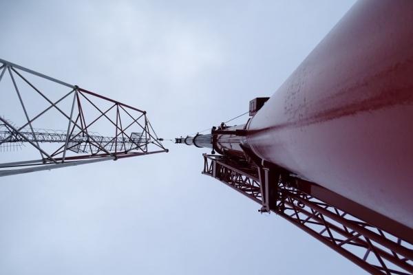 Процесс установки вышки сотовой связи